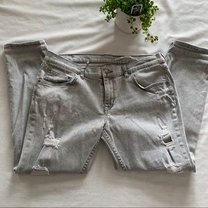 ⚪️ZARA Grey Light Wash Distressed Boyfriend Jeans
